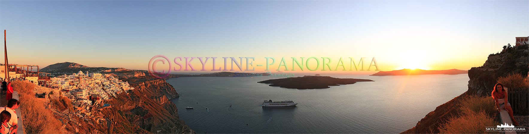 Das Panorama entstand oberhalb der Inselhauptstadt Fira, auf dem Weg in nach Imerovigli., von diesem Aussichtspunkt hat man einen schönen Blick in die Caldera