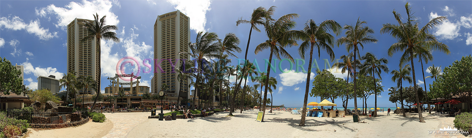 Waikiki - Ein Traumstrand mit feinem Sand, kristallklarem Wasser und wunderschönen Palmen zusammen mit einem pulsierenden Urlaubsort, wo sonst hat man diese Mischung!