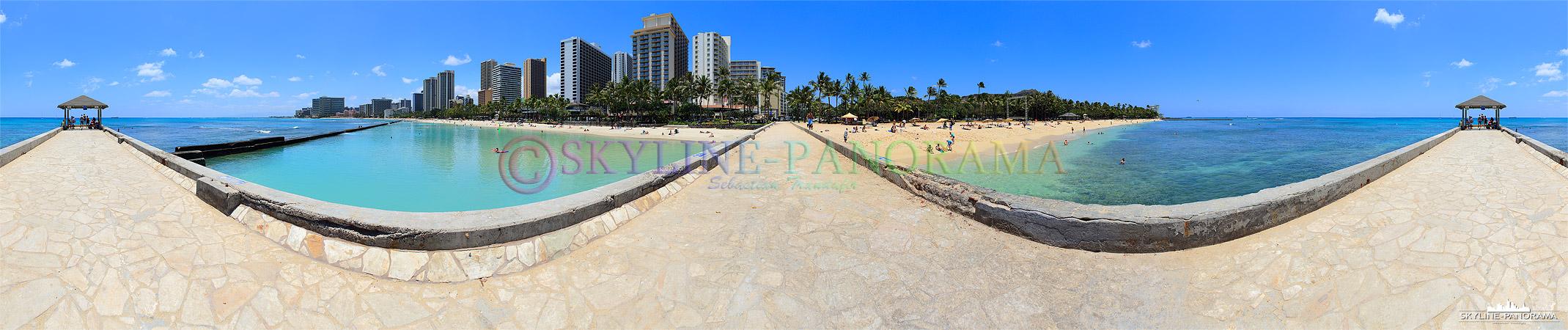"""Bilder Hawaii - Dieses Panorama entstand am Traumstrand von Waikiki, er ist der bekannteste und am meist besuchteste Sandstrand des """"Aloha State"""" Hawaii."""