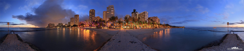 Panorama Bilder Hawaii - Der weltbekannte Waikiki Beach von Honolulu auf der hawaiianischen Hauptinsel O´ahu kurz nach dem Sonnenuntergang.