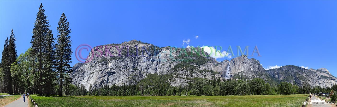 Bilder Yosemite Nationalpark - Ausblick von dem auf der südlichen Seite des Merced River gelegenen Weg auf das Tal Panorama mit den Yosemite Falls ...