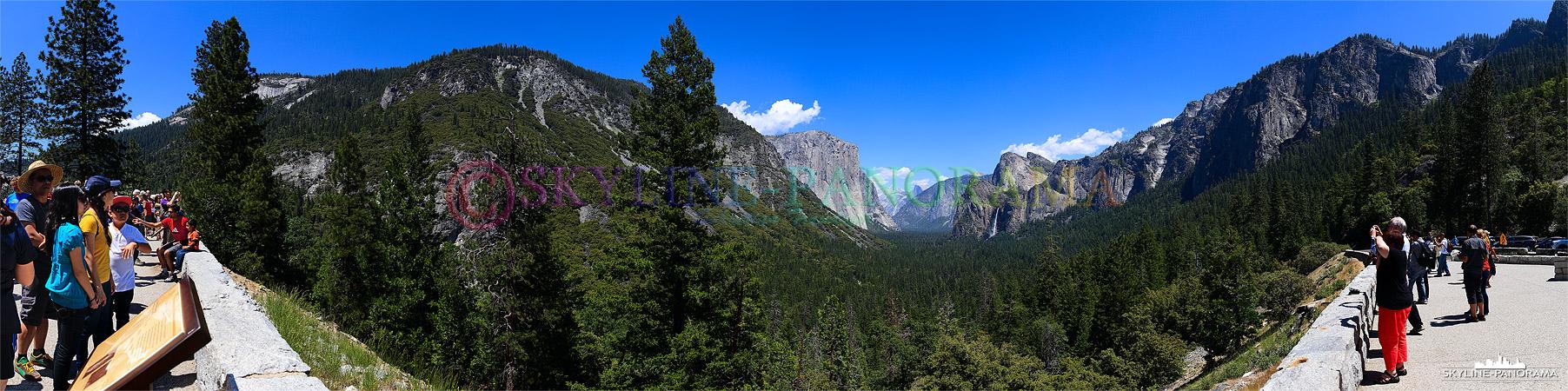 Die Aussicht vom Tunnel View Point bereitet den Besuchern des Yosemite Nationalparks in Kalifornien einen Blick auf die schönsten Sehenswürdigkeiten des Tals.