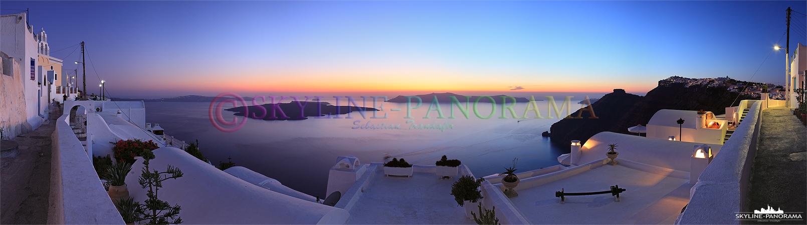 Griechenlands schönste Insel - Viele Aussichtspunkte am Kraterrand in Firostefani bieten zum Sonnenuntergang einen atemberaubenden Ausblick in die Caldera.
