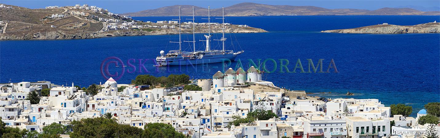 Blick auf die, als Wahrzeichen bekannten, 5 Windmühlen von Mykonos, sie befinden sich auf dem unteren Mühlberg - Kato Myli - etwas oberhalb der Bucht...