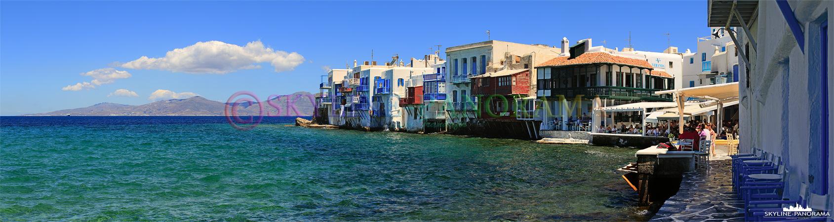 Das als Klein Venedig bekannte Stadtviertel liegt am Rand der Chora; die direkt am Wasser gelegenen Häuser mit den erinnern an die italienische Lagunenstad.