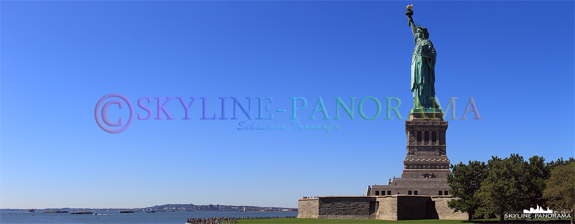Bilder New York - Das Wahrzeichen, das wahrscheinlich jeder sofort mit New York verbindet ist die Freiheitsstatue auf Liberty Island.