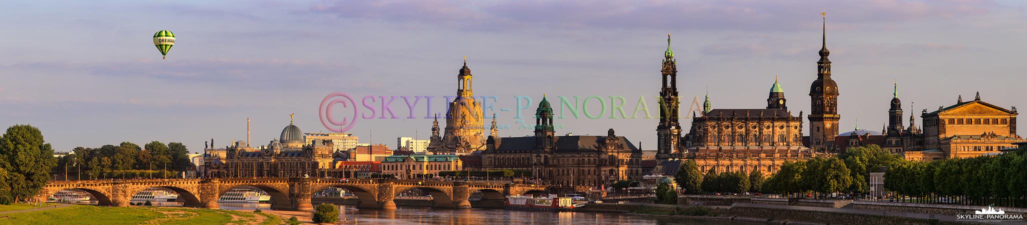 Bilder Dresden - Stadtansicht von der Marienbrücke auf die Altstadt von Dresden, das letzte Sonnenlicht scheint auf die historische Silhouette von Dresden.