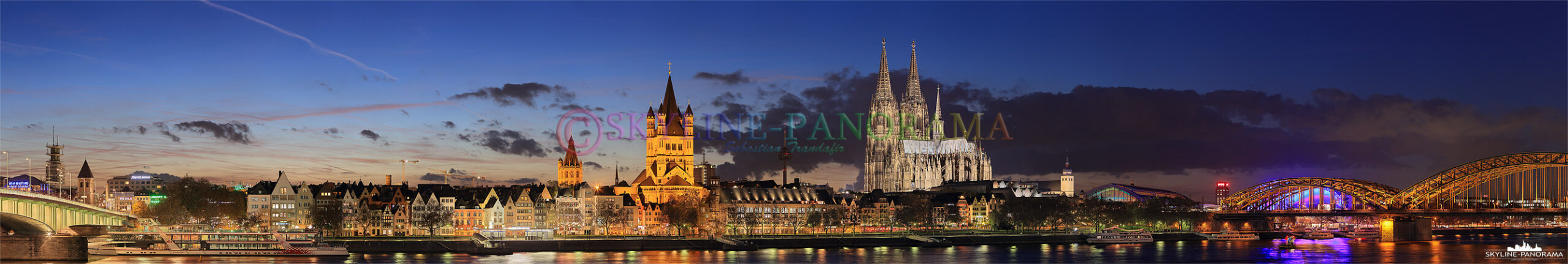 Bilder Köln - Das abendliche Skyline Panorama von Köln mit einer Ansicht, die die Altstadt zwischen der Deutzer Brücke und der Hohenzollernbrücke zeigt. Dieses Panorama entstand im Herbst 2013 kurz nach Sonnenuntergang, zur Blauen Stunde.