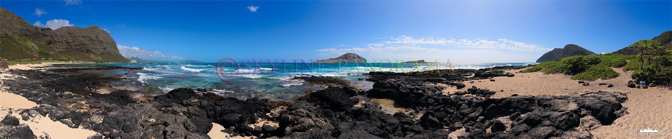 Panorama des Waimanalo Beach im Osten der Insel Oahu/ Hawaii. Gut zu erkennen sind die schwarzen Lavasteine, die hier großflächig verteilt liegen.