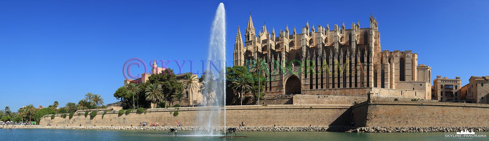 Panorama Bilder - Das Wahrzeichen der spanischen Hafenstadt Palma de Mallorca ist die Kathedrale der Heiligen Maria.