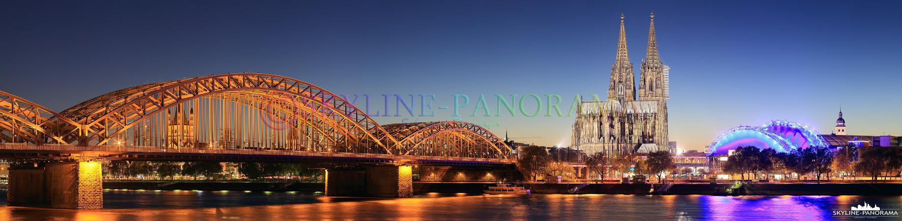 Bilder von Köln - Das Panorama auf Köln zur Dämmerung mit der Hohenzollernbrücke und dem Kölner Dom vom Kennedy Ufer aus gesehen.