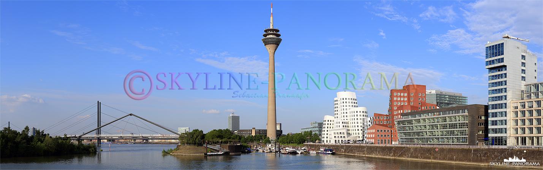 Bilder aus Düsseldorf – Panorama mit Blick auf den Rheinturm vom Düsseldorfer Mediahafen aus.