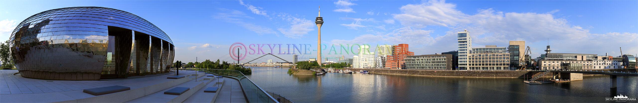 Bilder aus Düsseldorf – Panorama mit dem Blick vom Hotel Hyatt aus in Richtung Rheinturm und Gehry-Bauten im Düsseldorfer Mediahafen.