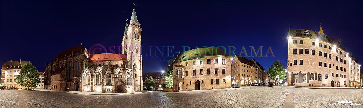 Altstadt Nürnberg - Der Sebalder Platz als abendliches 360 Grad Panorama mit der beleuchteten Sebalduskirche.