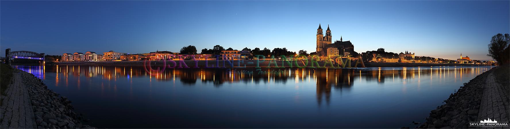 Bilder aus Magdeburg - Der Blick vom Elbufer auf die Stadtansicht von Magdeburg mit dem Dom zur Blauen Stunde.