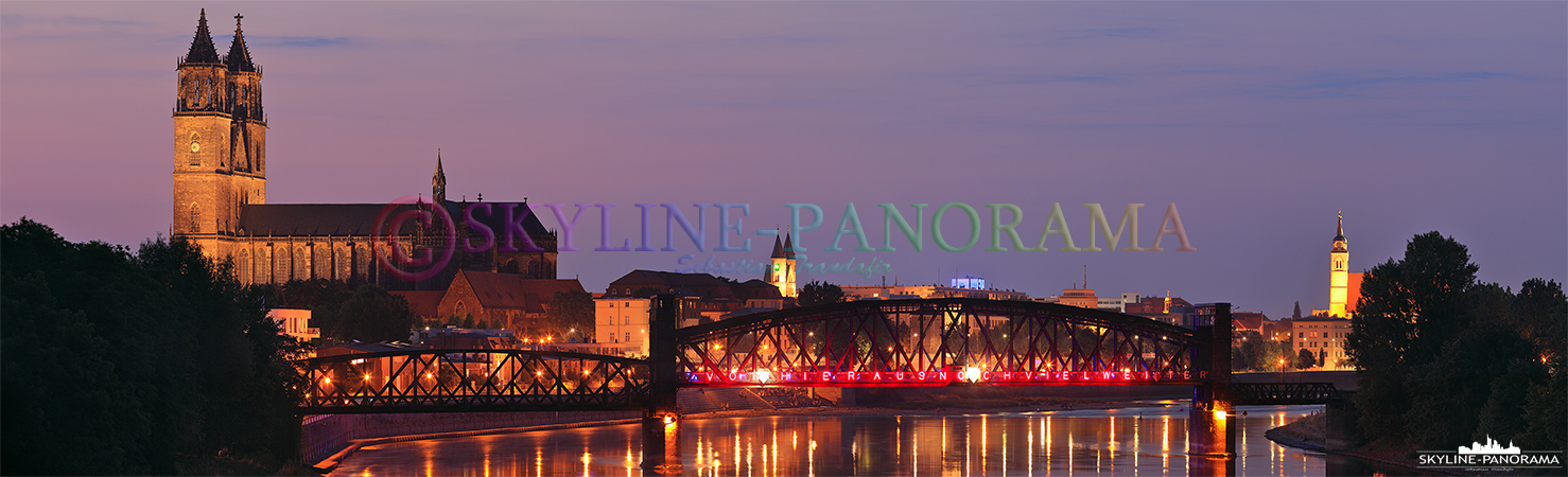 Bilder aus Magdeburg - Stadtansicht auf den erleuchteten Magdeburger Dom mit der Hubbrücke im Vordergrund.