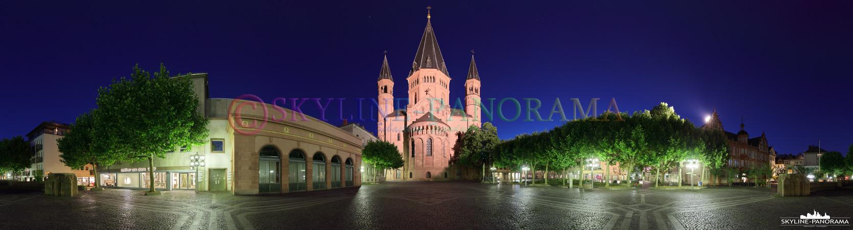 Panorama Mainz - Der Dom von Mainz vom Liebfrauenplatz aus als 360 Grad Panorama dargestellt.
