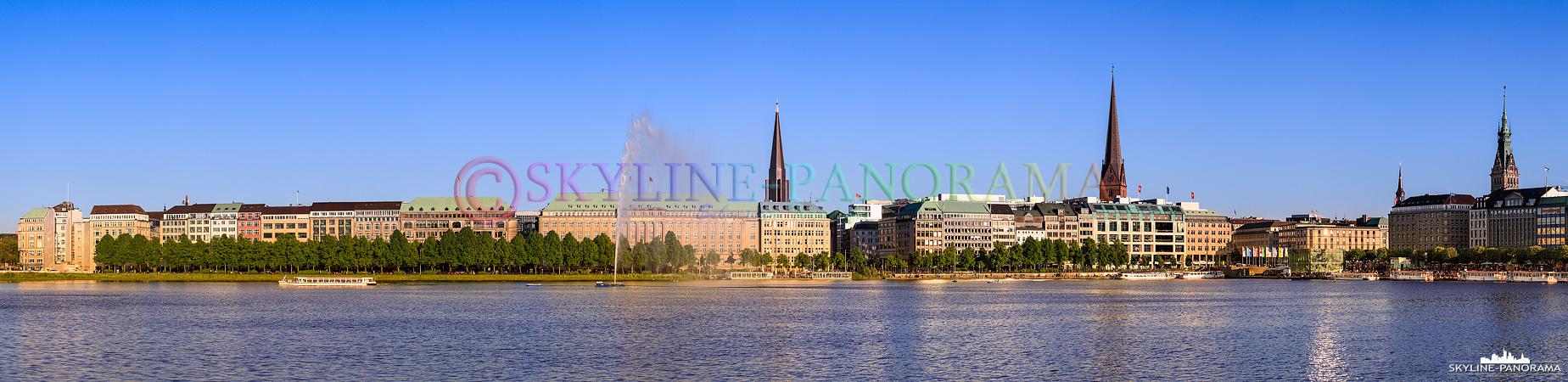 Bilder Hamburg – Blick auf die in das letzte Tageslicht getauchten Gebäude an der Hamburger Binnenalster.