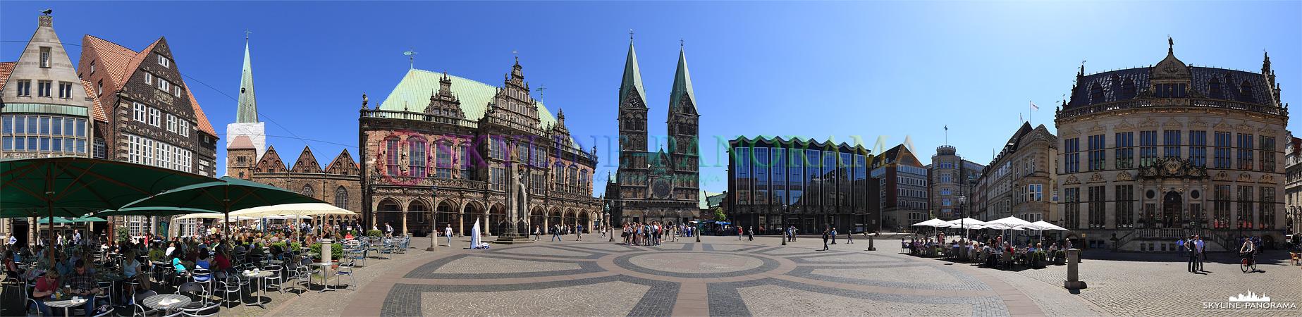 Sehenswürdigkeiten in Bremen - Der Bremer Marktplatz als Panorama mit dem Bremer Rathaus und dem Sankt Petri Dom.