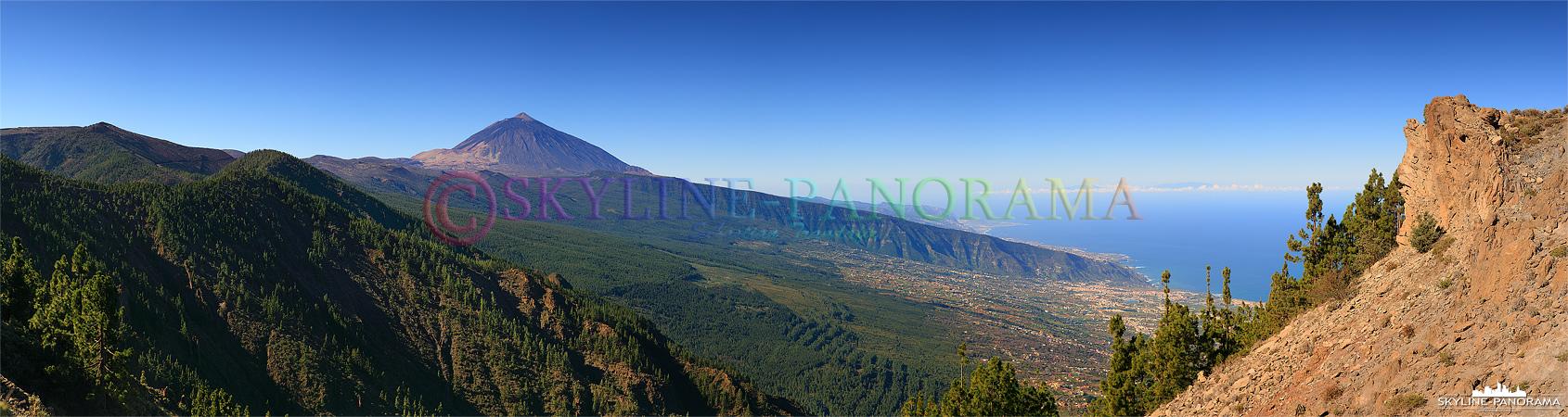Bilder Teide Nationalparks - Ausblick von einem der sehr gut ausgebauten Aussichtspunkte auf den wolkenfreien Gipfel.