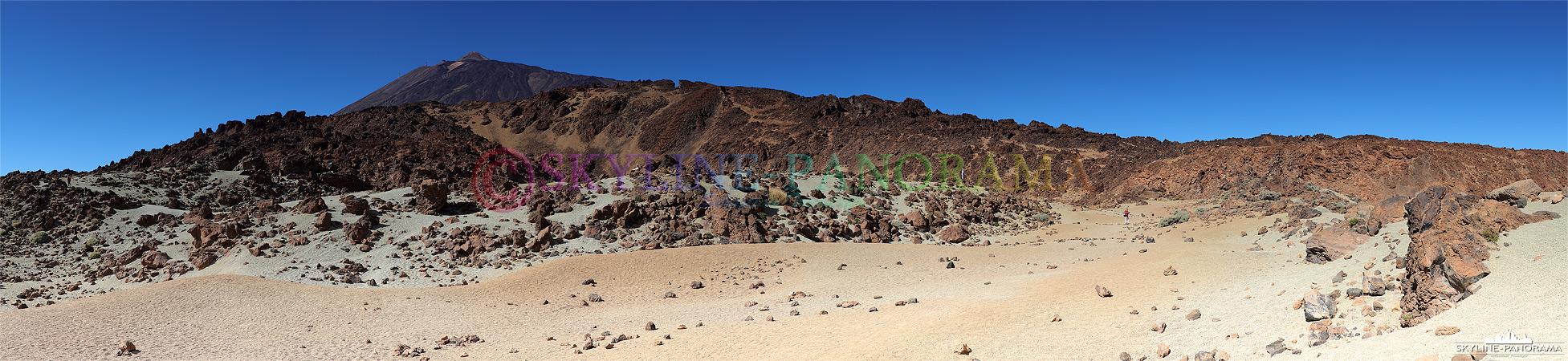 Bilder Teneriffa - Blick von der Ebene Minas de San José aus auf den über 3700 Meter hoch gelegenen Gipfel des Pico del Teide.