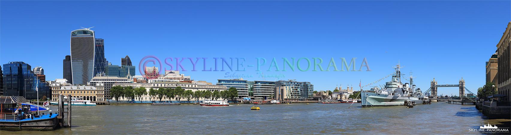 Bilder aus London - Panorama des Londoner Themseufers zwischen der London Bridge und der Towerbridge.