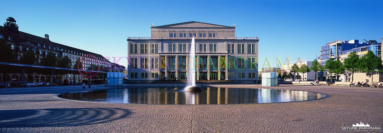 Bilder aus Leipzig - Das Opernhaus auf dem Leipziger Augustusplatz als 6x17 Panorama auf Fuji Velvia 50 Dia Film.