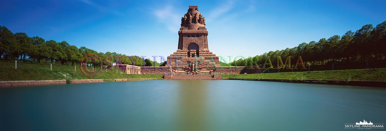 Das Völkerschlachtdenkmal befindet sich im Südosten von Leipzig, das Bauwerk wurde zum Gedenken an die Völkerschlacht bei Leipzig Mitte Oktober 1813 errichtet.