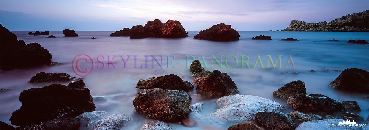 Bei diesem Panorama handelt es sich um eine Langzeitbelichtung - ca. 180s - die in der San Blas Bay, unweit der Ortschaft Nadur auf Gozo, entstanden ist.