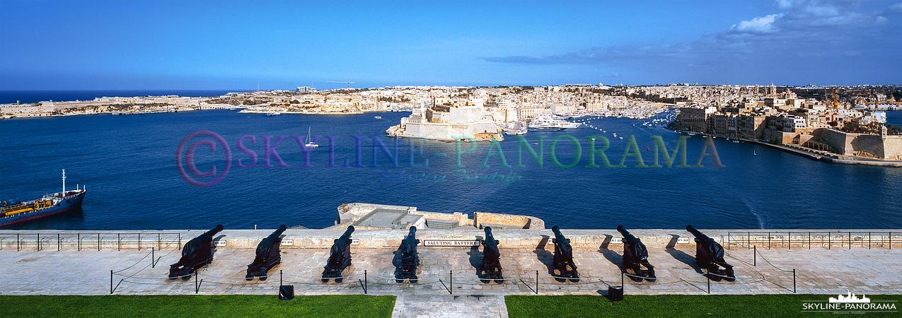 Sehenswürdigkeiten von Malta - Der Ausblick von den oberen Barracca Gärten (Upper Barrakka Gardens) auf die Saluting Battery und den Grand Harbour von Valletta.