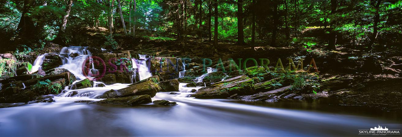 Bilder aus dem Harz - Der Selke Wasserfall bei Alexisbad im schönen Harz. Wie schon bei den vorangegangenen Aufnahmen, handelt es sich auch diesmal um ein echtes Panorama, das als Langzeitbelichtung aufgenommen wurde. Durch die lange Verschlusszeit - in diesem Fall ca. 300 Sekunden - wird der Lauf des Flusses seidenmatt abgebildet.