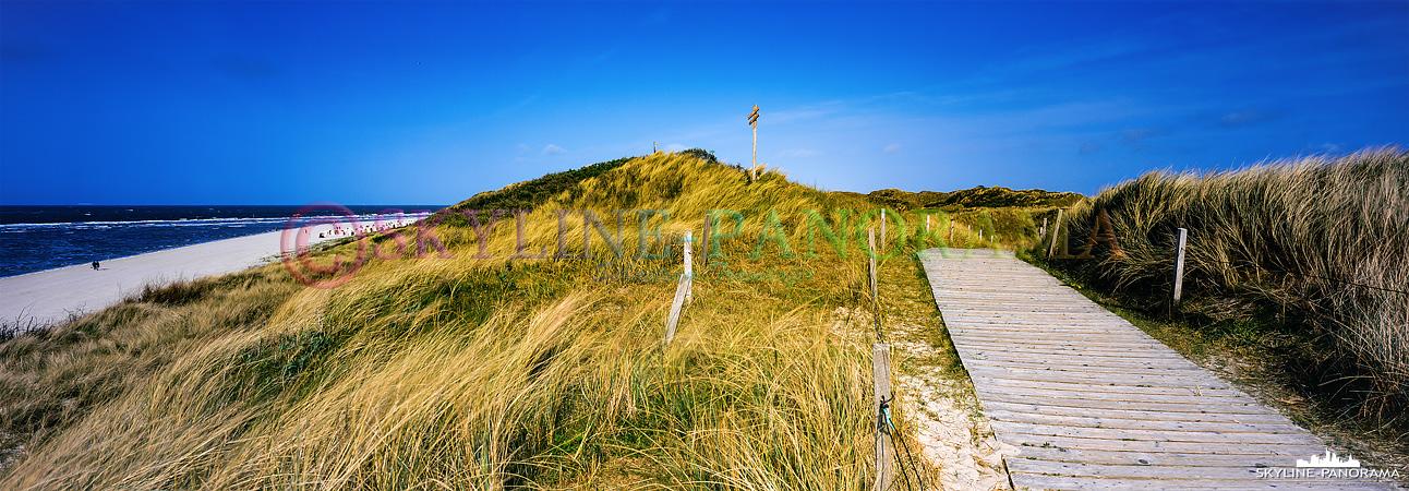 Nordsee Insel - Ein Dünenpanorama, das auf der ostfriesischen Insel Spiekeroog entstanden ist.