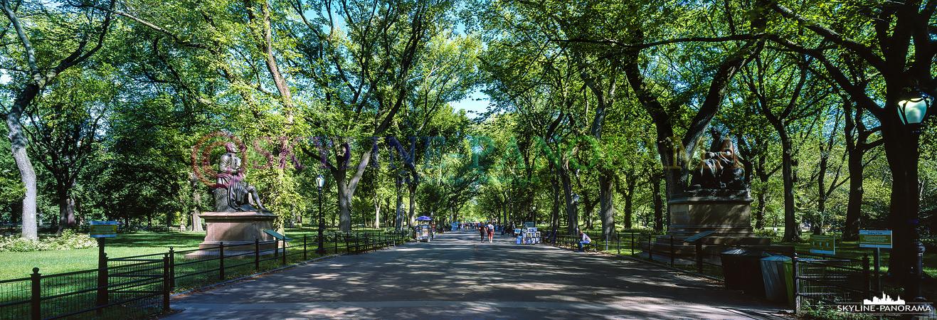 Bilder aus dem Central Park - Die Central Park Mall beginnt am Olmsted Flower Bed und führt bis zur Bethesda-Terrace. Entlang der Allee bieten zahlreiche Künstler und Fotografen ihre Arbeiten an.