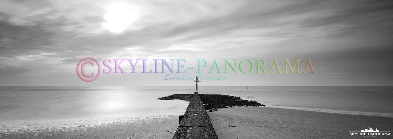 Bilder Insel Borkum - Nordsee Motiv als Fine Art Panorama auf Ilford Schwarzweissfilm im 6x17 Format.