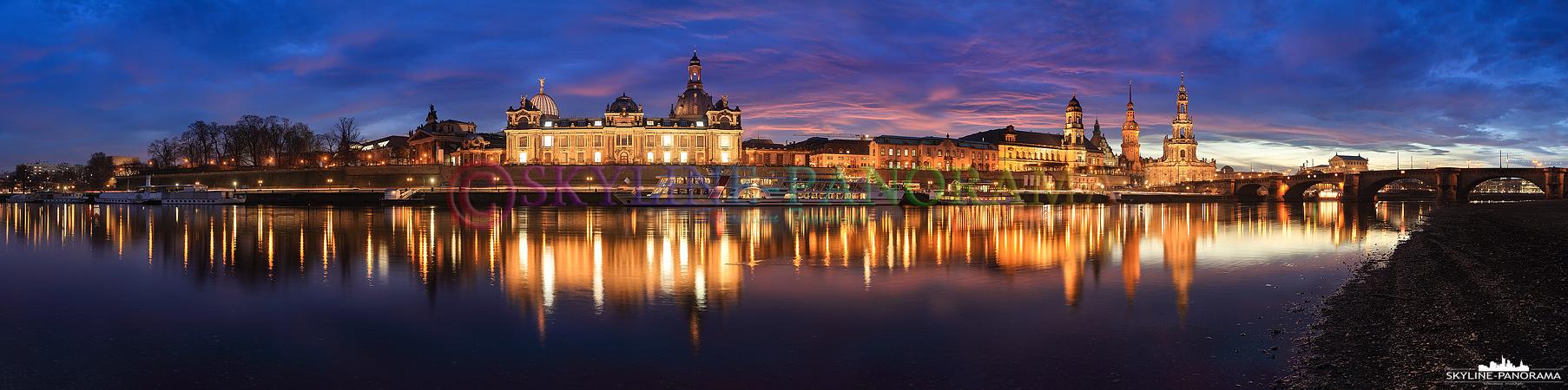 Bilder Dresden - Das Panorama vom Dresdner Elbufer auf die abendlich beleuchtete Altstadt mit der Frauenkirche und der Semperoper, als bekannteste Bauwerke der sächsischen Metropole.