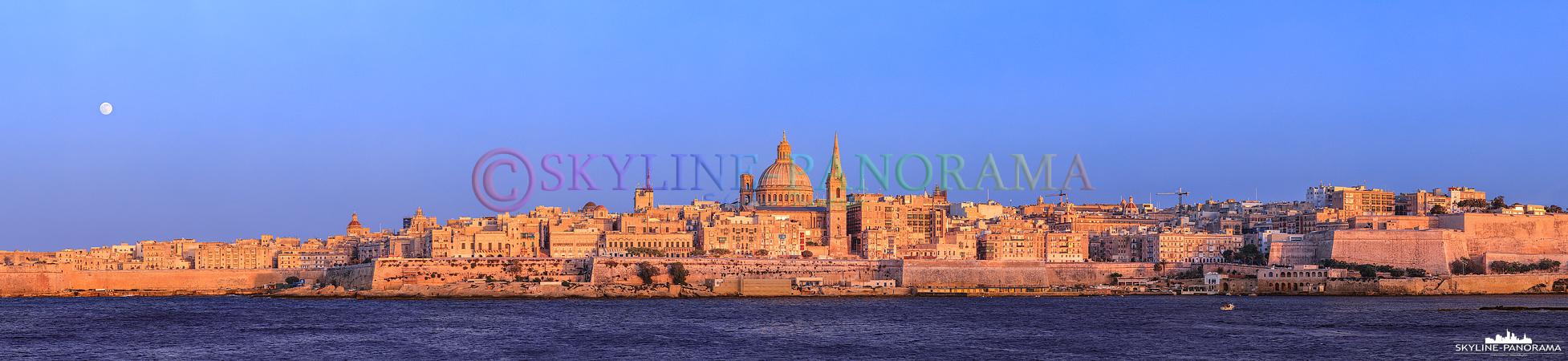 Panorama Malta - Der Blick von Sliema aus auf die historischen Gebäude der maltesischen Hauptstadt Valletta.