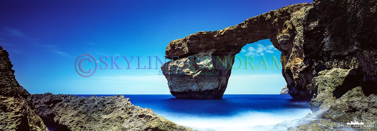 Bilder Gozo - Das Azure Window gehört zu den bekanntesten Sehenswürdigkeiten von Gozo. Das hier gezeigte Panorama ist eine Langzeitbelichtung im Format 6x17