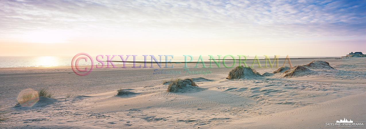 Insel Borkum zum Sonnenuntergang - Auch dieses Panorama ist am Südstrand der ostfriesischen Insel Borkum entstanden. Die Aufnahme wurde mit einer Fotoman 617 Panoramakamera auf Fuji Provia 100F Rollfilm erstellt.