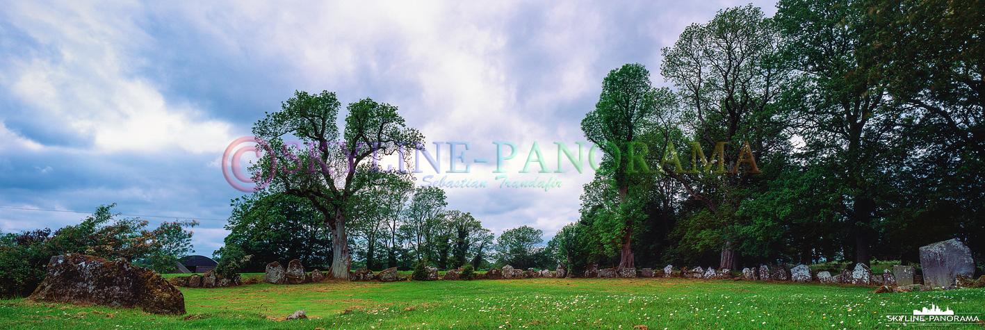 6x17 Panorama - Der Steinkreis von Grange befindet sich unweit von Lough Gur.