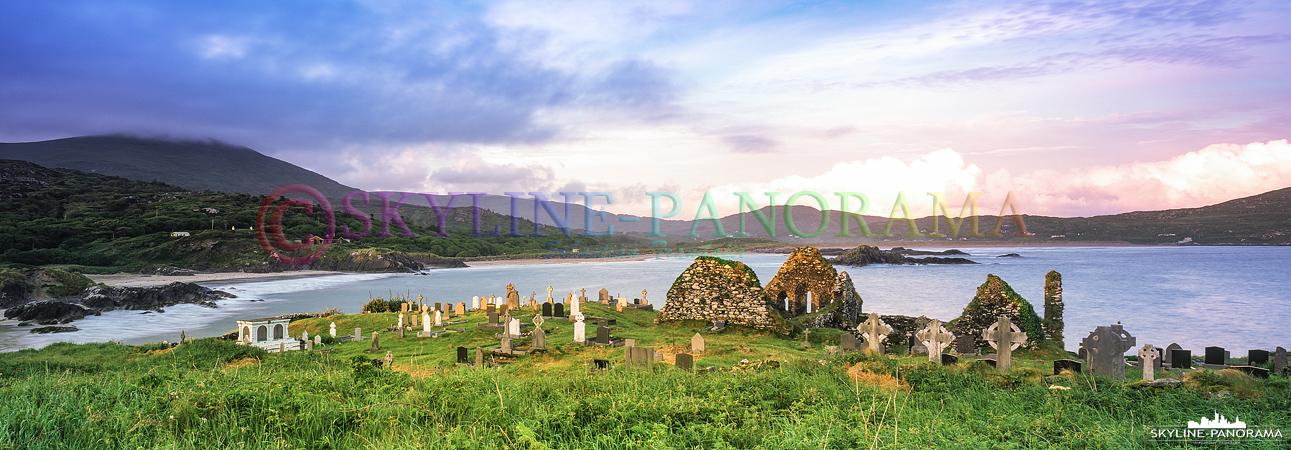 6x17 Panorama - Die Ruine der Derrynane Abbey befindet sich auf einer kleinen Insel unweit des bekannten Derrynane House in der Grafschaft Kerry.