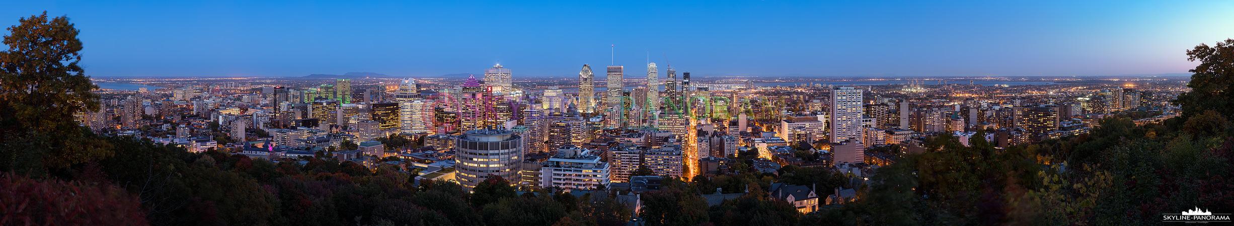 Panorama Kanada - Die Skyline von Montreal mit den beleuchteten Wolkenkratzern vom Mont Royal, einem der bekanntesten Aussichtspunkte der kanadischen Metropole.