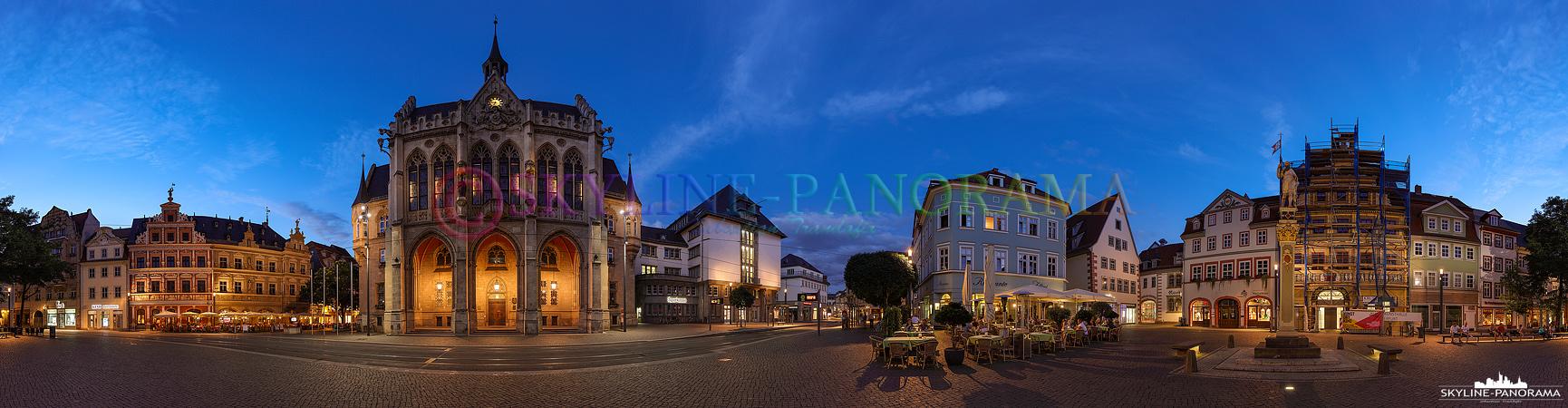 Panorama Erfurt – Diese abendliche Stadtansicht von Erfurt ist auf dem Fischmarkt entstanden und zeigt den Platz, auf dem sich auch das Rathaus befindet, in einer 360 Grad Panoramaansicht.