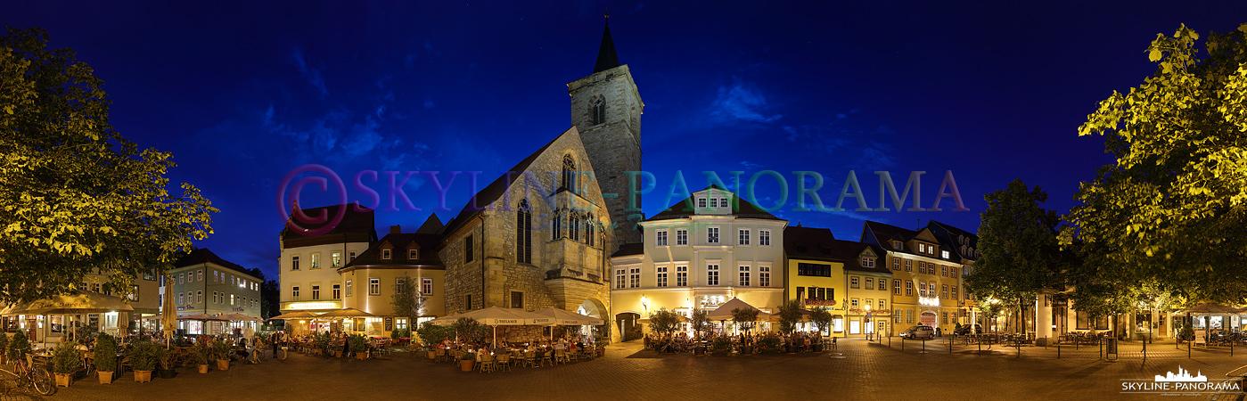 Dieses Panorama der Altstadt von Erfurt ist auf dem Wenigemarkt entstanden. In den warmen Monaten findet man hier eine Vielzahl an Straßencafes die auch noch am Abend zum Verweilen einladen.