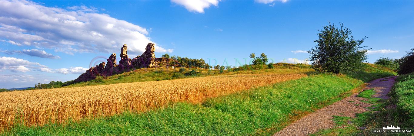 Harz Panorama - Die sagenumwobenen Sandsteinfelsen der Teufelsmauer unweit der Ortschaft Weddersleben gehören zu den bekanntesten Sehenswürdigkeiten im Harz.