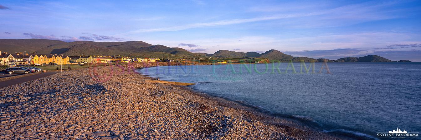Irland als 6x17 Panorama - Der Blick auf den, am Ring of Kerry gelegenen, Ort Waterville zum Sonnenuntergang.