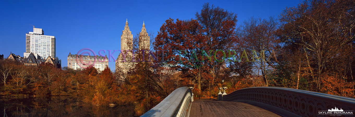 Manhattan in 6x17 - Panorama von der bekannten Bow Bridge im New Yorker Cental Park aus in Richtung Upper West Side.