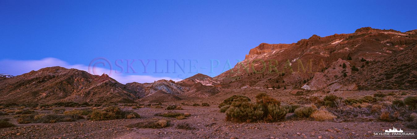 Ein Panorama, welches zur Dämmerung auf dem Teide Plateau entstanden ist, es zeigt den Ausblick vom Mirador de Boca Tauce in der Gipfelregion des Teides.