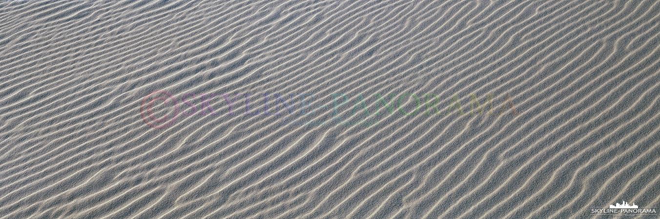 Ein etwas untypisches Motiv für ein Panorama, es zeigt die Struktur im trockenen Sand die bei leichtem Wind entsteht. Das Panorama ist am Strand von Nebel auf Amrum entstanden.