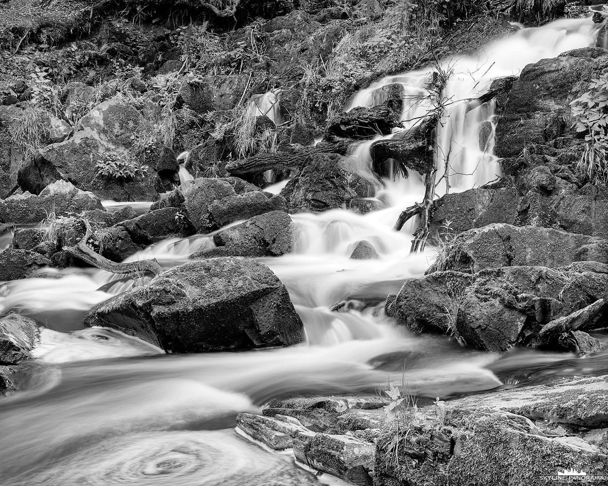 """4x5 Grossformat aus dem Harz - Eine weite Ansicht des kleinen Wasserfalls bei Alexisbad im Selketal. Das Bild ist mit einer 4x5"""" Grossformatkamera aufgenommen"""