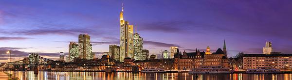 Skyline von Frankfurt vom Mainufer